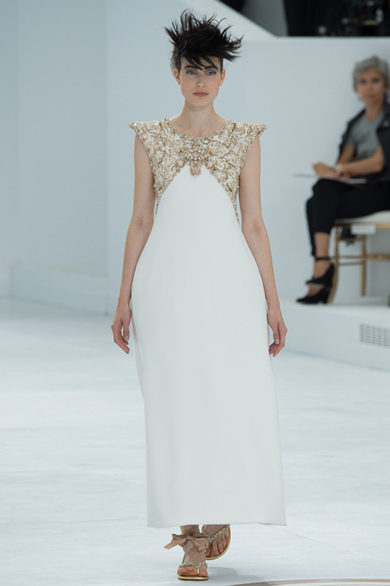 chanel-couture-fall-2014-16_105832343434