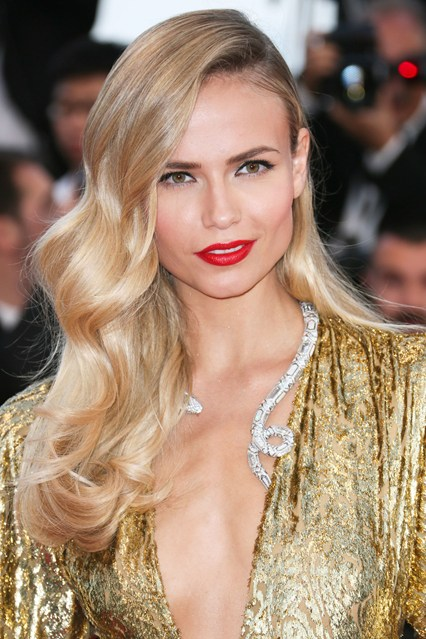 Natasha-Poly-beauty-gold-vogue-18may15-getty_b_426x639